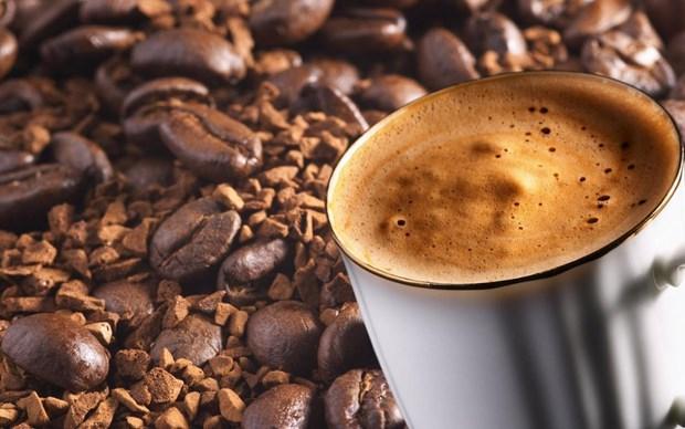 İşte kahvenin, kişisel bakımdan bahçe işlerine kadar kullanılabileceği 20 alan:  1. Mutfak tezgahı üzerindeki silinmesi zor lekeleri çıkartır. 2.Yağ tutmuş mangalı temizlemenize yardımcı olur.