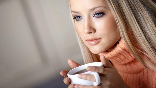 12. Zeytinyağıyla karıştıracağınız kahveyi yüz maskesi olarak uygulayabilirsiniz. 13. Kahve ile yıkanan saç daha parlak bir görünüme sahip olur.