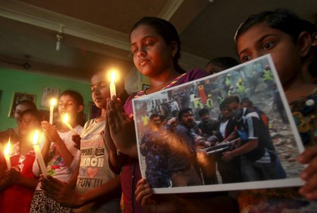 Dünkü depremin ardından bölgede meydana gelen orta büyüklükte çok sayıda artçı sarsıntı nedeniyle evlerine giremeyen Katmandulular, depremde çoğunlukla eski binaların ve tapınakların yıkıldığını aktardı.