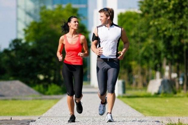 8. Kışın vücudunuz ısı değişikliğine uyum sağlayabilmek adına harcadığı enerjiyi düşürmektedir. Bu nedenle metabolizmanın canlandırılması için fiziksel aktiviteler arttırılmalıdır. Haftanın 2 günü orta tempolu 45 dakikalık yürüyüşler iyi gelecektir.