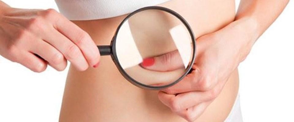 GÜNDE 10 DAKİKA GÜNEŞLENMEK YETER Güneşin zararlı ışınlarına maruz kalmak sadece melanom için değil, deri yaşlanması için de risk faktörü. Melanomda ve diğer deri kanserlerinde kontrol edebilecek tek faktörün güneş ışığı olduğunu belirten Dr. Güngör'ün bu konudaki uyarıları şöyle: