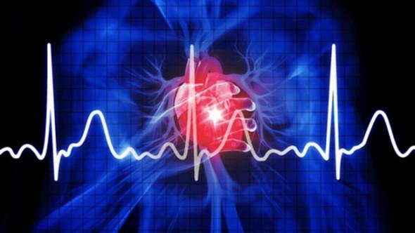 """Cihazı öğreciler geliştirdi Cihazın İYTE'deki yüksek lisans ve doktora öğrencileri tarafından geliştirildiğini dile getiren Prof. DR. Özçelik, şunları söyledi: """"Bu esas olarak uzun süreli kalp rahatsızlığı geçiren ya da bu riski taşıyan hastaların takip edilmesini sağlayacak. Hastaların rahatsızlıklarının artıp artmadığı belirlenecek. Bazı tedavilerde kullanılan ilaçların hastalara etkileri izlenebilecek. Bu, tamamen doktorlara yardımcı olması amacıyla geliştirilmiş küçük, taşınabilir bir cihaz. Cihaz, bir firma tarafından deneniyor. Eğer test denemeleri sonucunda bu minik EKG cihazlarının kendi istedikleri özelliklere sahip olduklarını görürlerse bunları kullanıcılara hizmet olarak vermeyi düşünüyorlar. Özellikle evde tek başına yaşayan, bakıma muhtaç yaşlı kişilerin vücutlarında yaşam sinyallerini görüp, sürekli takibini yapmak mümkün olacak."""""""