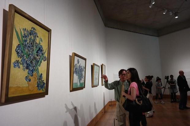 Serginin en önemli özelliğini, Van Gogh'un bahar çiçeklerine olan tutkusunu tuvale döktüğü 4 eserinin 125 yıl sonra ilk defa bir arada yer alması oluşturuyor. Sergide yer alan eserlerden ikisi müzenin kendi koleksiyonunda bulunurken, diğer iki eserden biri Washington'daki National Gallery of Art Müzesi'nden ve diğeri de Hollanda'daki Van Gogh Müzesi'nden getirildi.