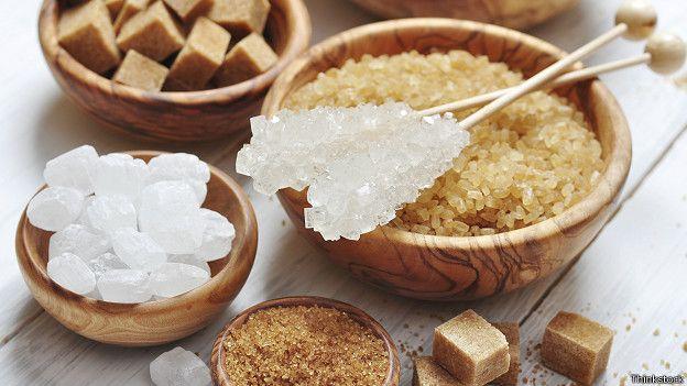 Altı tatlı kaşığı yeterli Dünya Sağlık Örgütü (WHO) günde 6 tatlı kaşığı tutarında şeker tüketilmesinin kabul edilir olduğunu belirtiyor. Ama İngiltere'de yetişkinlerin çoğu ve çocuklar çok fazla miktarda şeker tüketiyor. Beslenme uzmanları şekerleme, kek, pasta, bisküvi, çikolata gibi yiyeceklerle, bazı gazlı içeceklerle meyve suyu özünden yapılma içeceklerin daha az tüketilmesi gerektiğini söylüyor.