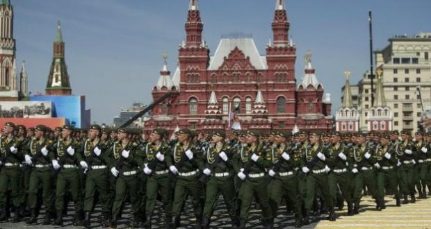 Moskova ; Kızıl Meydan'da Çin askerleri
