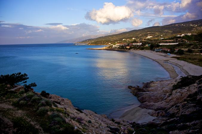 """Yunanistan açıklarındaki İkaria Adası, 100 yaşındakilerin çokluğundan dolayı """"insanların ölmeyi unuttuğu yer"""" olarak tanınıyor."""