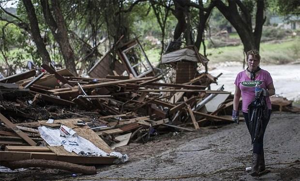 ABD'nin 4'ncü büyük şehri Houston'u, Anma Günü'nde sular altında bırakan aşırı yağışlar ve fırtına, can kaybına ve ağır maddi hasara neden oldu.