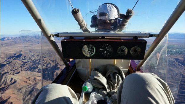 Yukarıda hava tahmin ettiğimden daha soğuk ve daha rüzgarlıydı. Ama saatte 110 km hızla AirCam'in sunduğu manzarayı başka bir araçta görmek mümkün değildi.