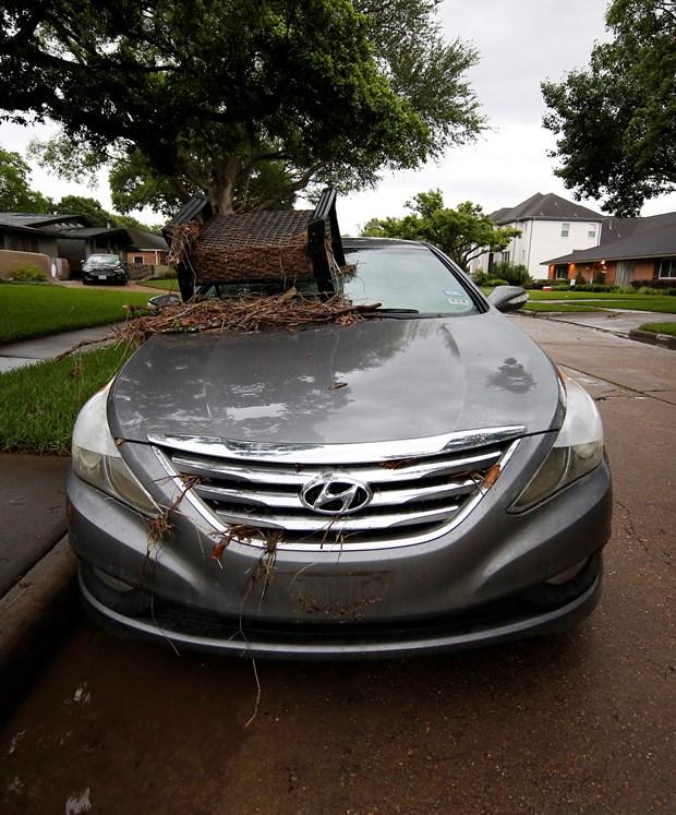 Selde ölenlerin önemli bir kısmının arabalarında sürüklenerek sular altında kalan kişiler olduğu açıklandı.