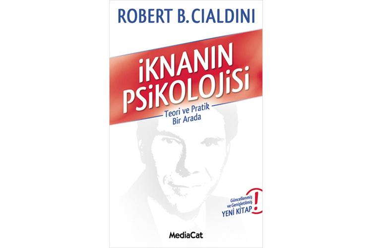 İknanın Psikolojisi - Robert Cialdini İknanın Psikolojisi, yaşamın her alanında ikna olma ve ikna etme sürecinin içyüzünü anlatan bir başvuru kitabı. Prof. Robert B. Cialdini'nin, laboratuvar deneyleri ve yaşam deneyimlerinden yola çıkarak yazdığı kitap, tüm dünyada 250 bin okura ulaştı.Cialdini, iş hayatında, ticarette, pazarlamada, günlük yaşamda ve aşkta ikna becerisine sahip olabilme yollarını anlaşılır bir dille anlatıyor.