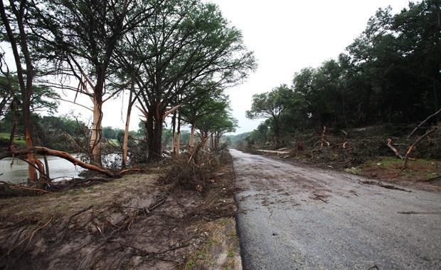"""Teksas Valisi Greg Abbott ise Blanco nehrinin neden olduğu sel felaketi için, """"Suyun günü tsunami gibiydi"""" ifadesini kullandı."""