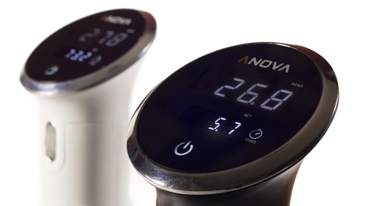 Anova Topladığı fon ($): 1,811,321 Anova Cooker bir mutfak ürünü. Tencerenin içine yerleştirilen cihaz, ısının dengeli bir şekilde dağılmasını sağlıyor, akıllı telefondan kontrol ediliyor.