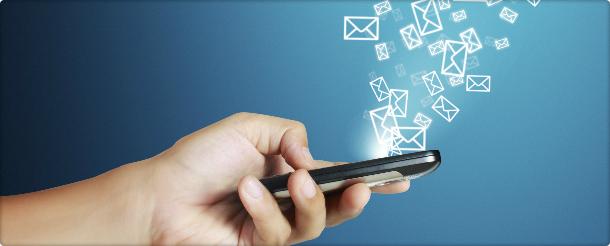 Unutmamak gerekir ki PC'de açılan maili mobilde açmaya çalışırsak, görüntü geç açılabilir, dağınık görülebilir, butonların tıklanmasında sıkıntılar oluşabilir. Mobil uyumlu e-posta çalışması yaparken dikkat edilmesi gereken bir noktada, konu başlığıdır. Mobil cihazlarda konu başlıkları daha kısa görüneceğinden, gönderilecek olan e-postanın da başlığı kısa tutulmalıdır. Bu şekilde vereceğiniz ilk mesaj daha net okunacağından, göndermiş olduğunuz e-posta daha dikkat çekici olacaktır.