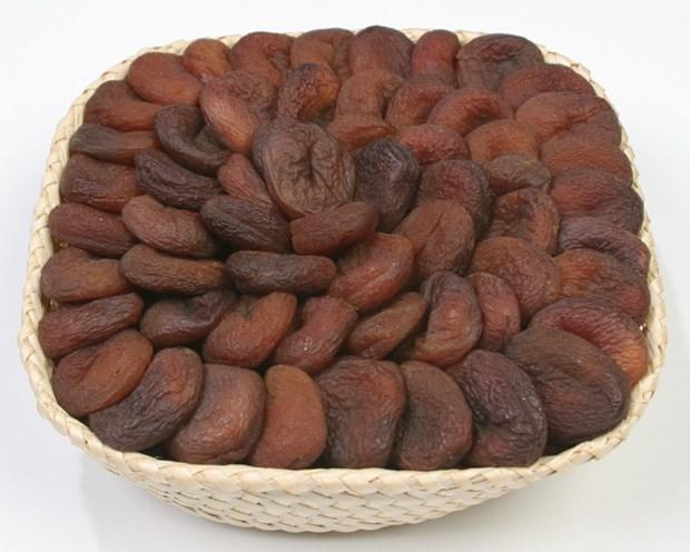 5 . Meyve tercihinizi kalsiyum içerdikleri için kuru kayısı, kuru erik, kuru incirden yana kullanabilirsiniz. Ancak kuru meyvelerin şeker oranının yüksek olduğunu unutmayın ve porsiyonlarına dikkat edin.