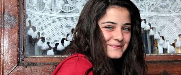 Babası Halil İbrahim'i 2010 yılında trafik kazasında yitiren iki çocuklu ailenin en küçüğü olan Rabia Baylan'ın ölüm haberi üzüntü yarattı. Liseli Rabia için bugün ikindide Kula Kurşunlu Camii'nde cenaze namazı kılındı. Genç kızın cenazesine; MHP'li Kula Belediye Başkanı Hüseyin Tosun, Kula İlçe Milli Eğitim Müdürü Raşit Çarpan, Kula İlçe Milli Eğitim Şube Müdürü Hakan Özkan, siyasi parti temsilcileri, okul müdürleri, genç kızın ailesi, arkadaşları ve vatandaşlar katıldı. Kılınan namazın ardından Rabia Baylan, Kula Ebedi Mezarlığı'nda gözyaşları arasında toprağa verildi. Güçlükle ayakta durabilen ailesi, taziyeleri kabul etti.