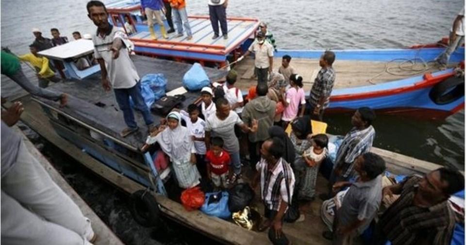 Göçmen teknelerinin zamanlıca limanlara kabul edilerek mültecilerin karaya çıkmasına izin verilmesini isteyen Ban, teknelerin geri gönderilmesinden kaçınılması uyarısı yaptı.