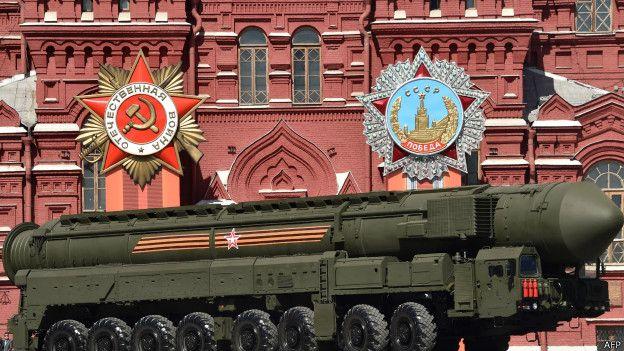 RS-24 Yars kıtalararası balistik füzeler de geçit töreninde yer aldı. Bu füzelere nükleer başlık takılabiliyor.
