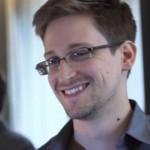 Sızdırdığı belgeler yüzünden hakkında yakalama emri bulunana Snowden, 'geçici sığınmacı' statüsyle Rusya'da yaşıyor.