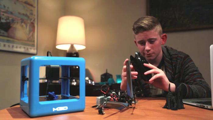 The Micro Topladığı fon ($): 3,401,361 Son kullanıcıyı hedefleyen 3D printer, benzerlerine göre çok daha küçük ve hafif. Hızlı, sessiz ve verimli olma iddialarıyla 2014'ün en başarılı projelerinden de biriydi.