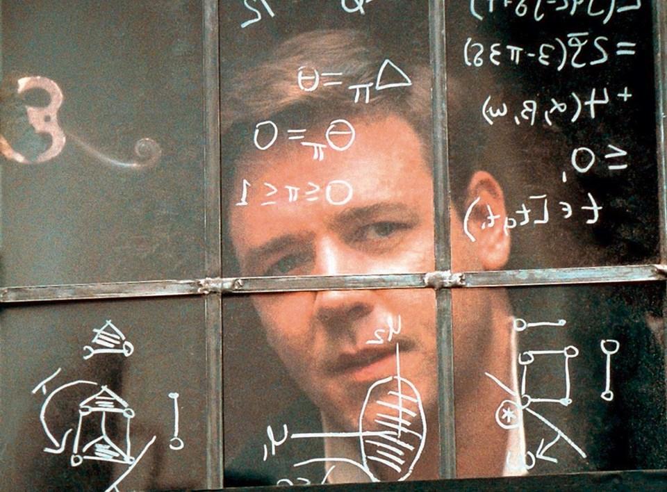 """Akıl Oyunları filminde John Nash'i Russel Crowe canlandırmıştı. Princeton'da doktora tezi, """"Oyun Teorisi"""" üstüneydi. Aslında Oyun Teorisi'ni ünlü matematikçi John von Neumann ile Oscar Morgenstern 1944'te ortaya atmışlardı. Ama ilk teori, sonucu sıfır olan oyunlar dışında kalan oyunlar için tatmin edici bir matematiksel modelleme getirmiyordu. Nash, bunu tamamladı."""