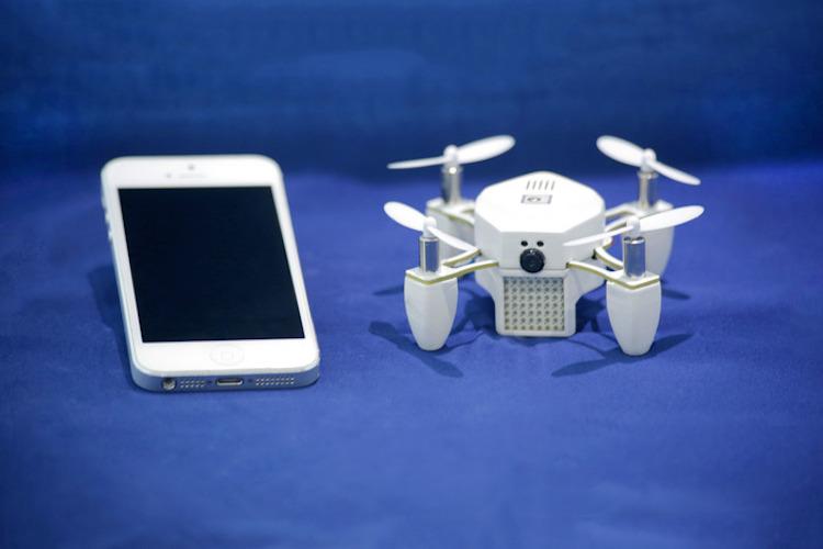 Zano Topladığı fon ($): 3,589,883 Kendi kendine uçan mini-drone Zano, HD kalitede fotoğraf ve video çekiyor. Ocak 2015'te Kickstarter kampanyasını başarıyla tamamladı.