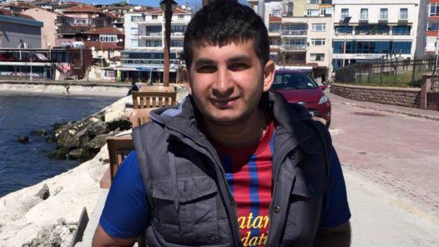 Yıllardır CHP'ye oy veriyorum ama bu seçimler bir kırılma noktası, bu yüzden HDP'nin barajı aşması için HDP'ye oy vereceğim. Bence şu anda Kemal Kılıçdaroğlu da CHP'nin başında olmasaydı HDP'ye oy verirdi. İleride AKP ile HDP'nin işbirliği yapabileceğine dair kaygım da var. Ancak başımızdakilerden öyle bir bıkkınlık geldi ki... Bunu da hesaba katarak yine de vereceğim. Selahattin Demirtaş'ın dürüstlüğüne inanıyorum. Bir işbirliği olur mu, yaşayarak göreceğiz. Riski göze alıyorum.
