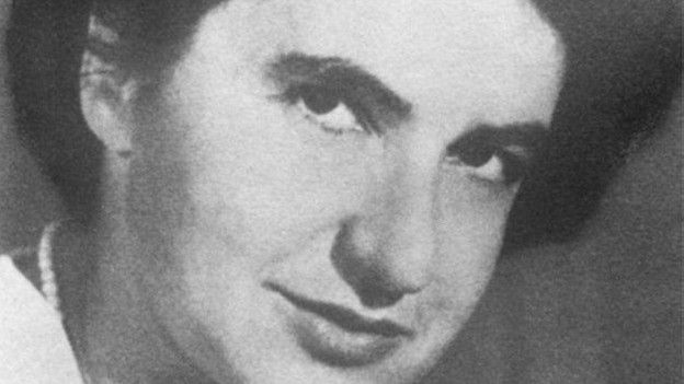 Rosalind Franklin, DNA'nın yapısının belirlenmesinde önemli rol oynadı.