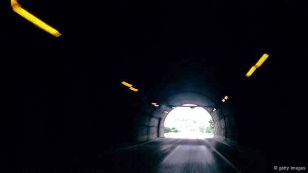 Işığa çıktığınızda hapşırıyorsanız karanlık bir tünelden çıkarken de aynı tepkiyi verirsiniz ve bu tehlikeli olabilir.