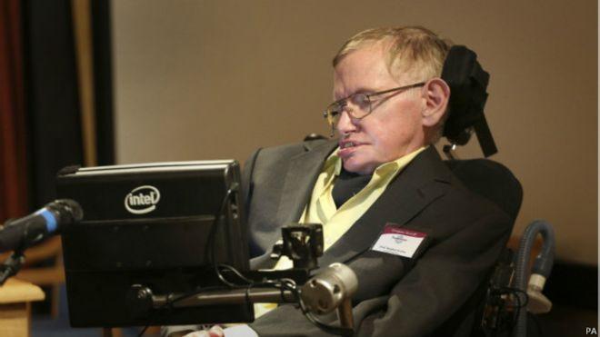 Dünyanın önde gelen bilim insanlarından Profesör Stephen Hawking yapay zekanın insanlığın sonunu getirebileceği uyarısında bulundu.