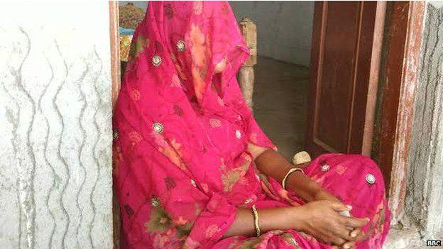 Annesi, kızının arınması için testten geçmesi gerektiğine inanıyor.