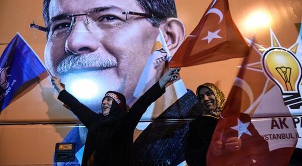 YORUM: AKP ortak arayışına çıktı