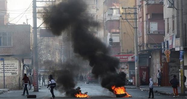 Diyarbakır'da protestolar yayılıyor : 'Kentte gerginlik had safhada'