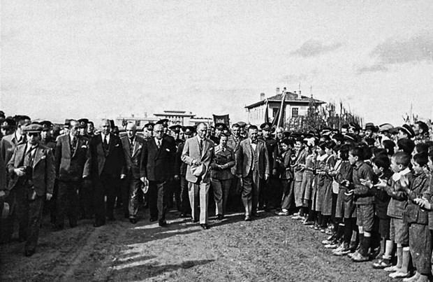 Atatürk'ün bilinmeyen fotoğrafları ilk kez gün yüzüne çıktı