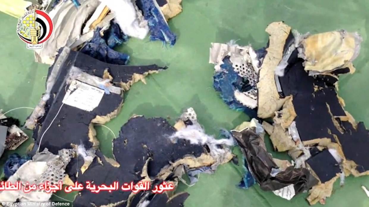 Düşen EgyptAir uçağına dair gelişmeler enkazdan geriye kalan görüntüler