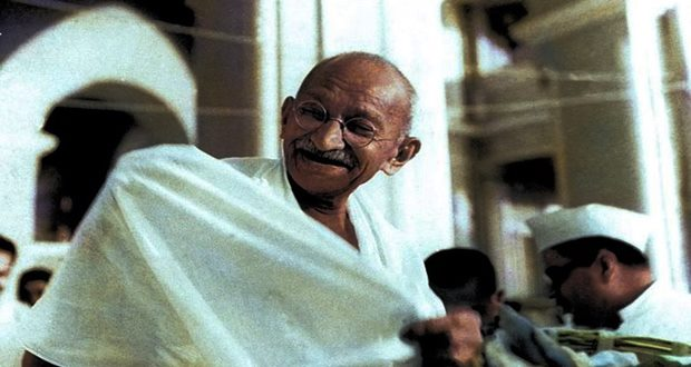 Archive footage of Gandhi in 1947 Indian Independence movement (AP)