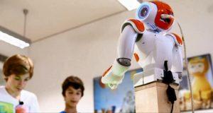 Finlandiya'da robot öğretmen İlk Dersine Katıldı
