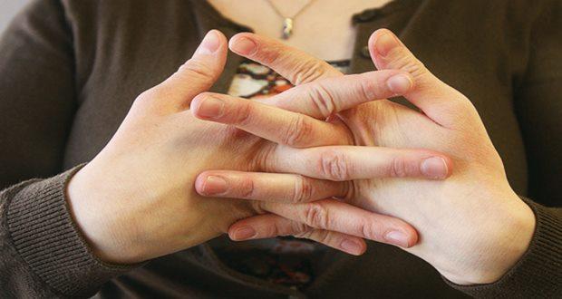 Parmakları çıtlatmanın eklemlere zararı oluyor mu?