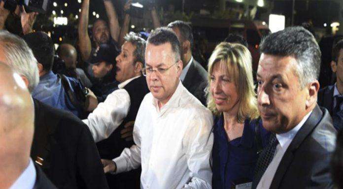 Brunson eşiyle birlikte özel uçakla Türkiye'den ayrıldı