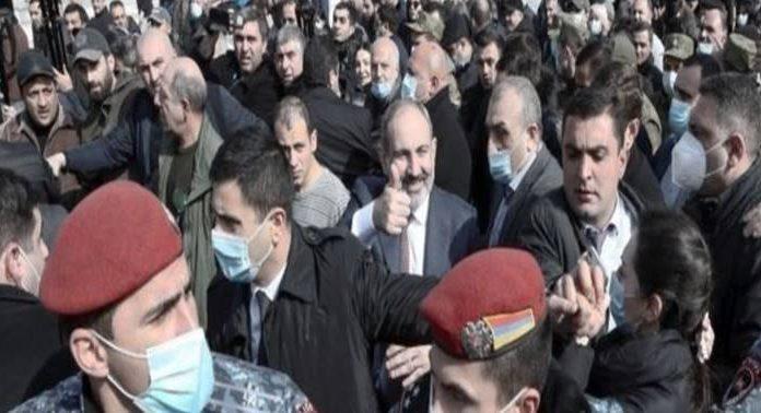 4 soruda Ermenistan'daki 'darbe girişimi': Siyasi kriz bu noktaya nasıl geldi?