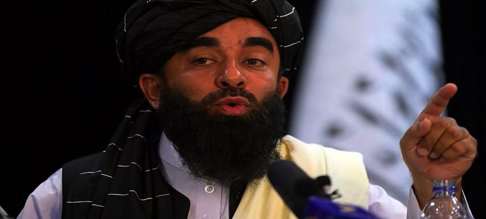 Taliban'ın ülkede kontorolü ele geçirmesinden sonra düzenlediği ilk basın toplantısında konuşan Sözcü Zabihullah Mücahid