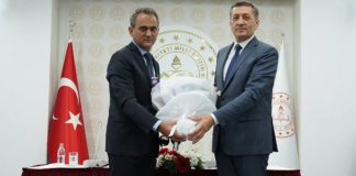 Resmi Gazete'de yayımlanan kararla Cumhurbaşkanı Recep Tayyip Erdoğan'ın Milli Eğitim Bakanlığı'ndan (MEB) istifa eden Ziya Selçuk yerine atadığı, eski bakan yardımcısı Mahmut Özer görevi devraldı.